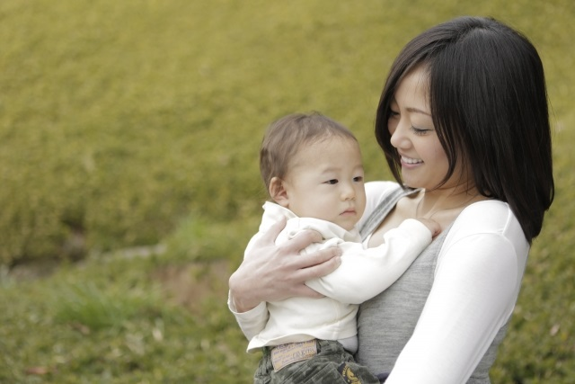 ママと赤ちゃんで公園遊び