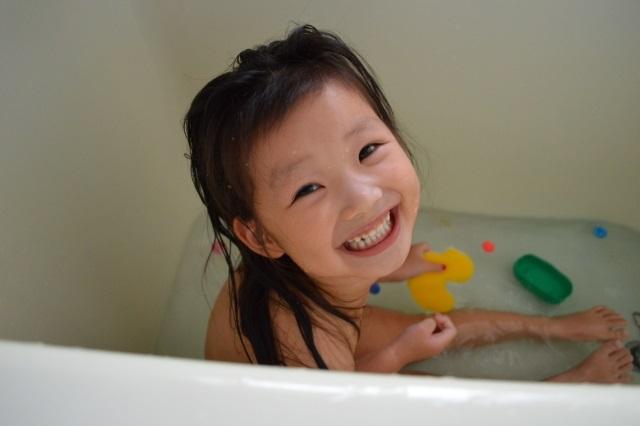 お風呂で水慣れ