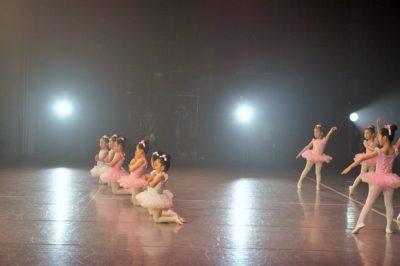 Stars Smileyファミリーおさらい会&新浦安Rainbow Smiley 10周年記念発表会 新浦安キッズのバレエの様子