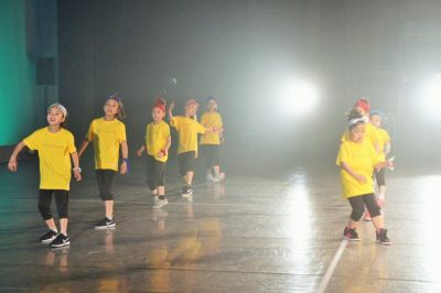 Stars Smileyファミリーおさらい会&新浦安Rainbow Smiley 10周年記念発表会 新浦安低学年のヒップホップの様子